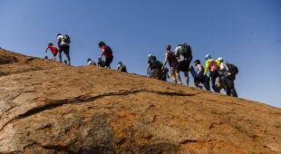 Góra Uluru będzie całkowicie zamknięta dla turystów (PAP/EPA/LUKAS COCH)